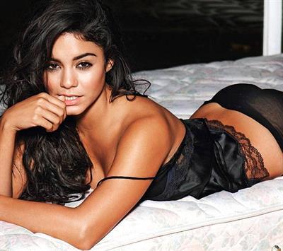 Vanessa Hudgens in lingerie