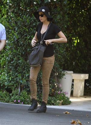 Katy Perry Katy being dropped off at her apartment in Los Angeles by John Mayer