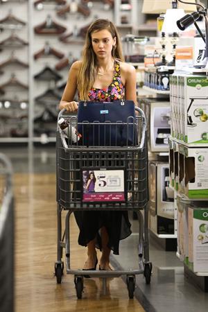 Jessica Alba - Running errands in Los Angeles
