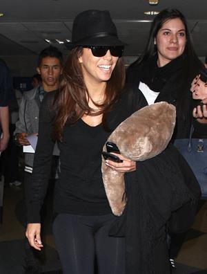 Eva Longoria catches a flight at Los Angeles International Airport (13.02.2013)