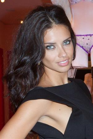 Adriana Lima at the Victorias Secret store opening at Plaza Las Americas 16.11.2011