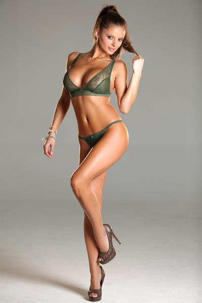Dana Harem in lingerie