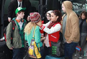 Ariana Grande catching flight back to LA in Vancouver 11/3/12
