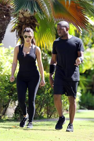 Kim Kardashian and Kanye West Walk in Beverly Hills 11 August 2012