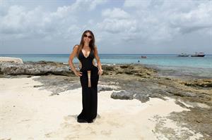 Sofia Vergara the beach in Mexico 09-07-2012