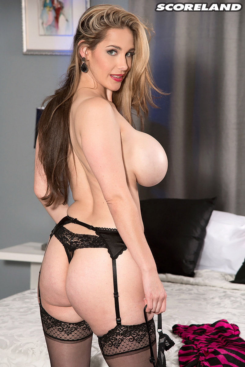 busty-vamp-nude