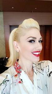 Gwen Stefani taking a selfie