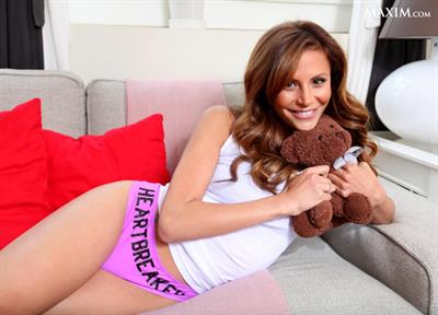 Gia Allemand in lingerie