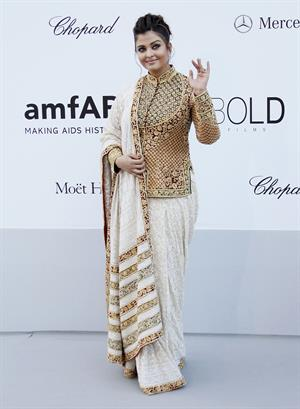 Aishwarya Rai amfar Cinema Against AIDS Benefit at Cannes film festival on May 24, 2012