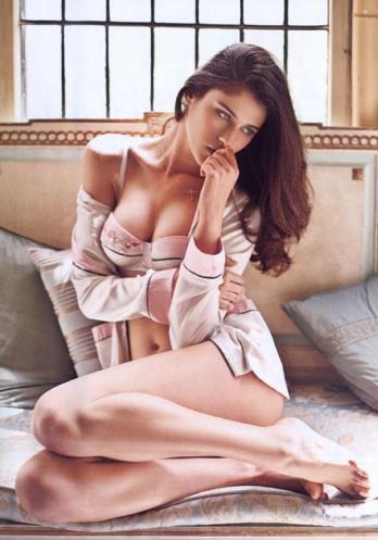 Katarina Ivanovska in lingerie
