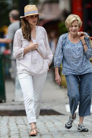 Amanda Peet - Out with her mom - August 25, 2012