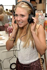 AnnaSophia Robb - Get Glam A Fashion Week Lounge at The Empire Hotel- Day 3, Sep 9, 2012