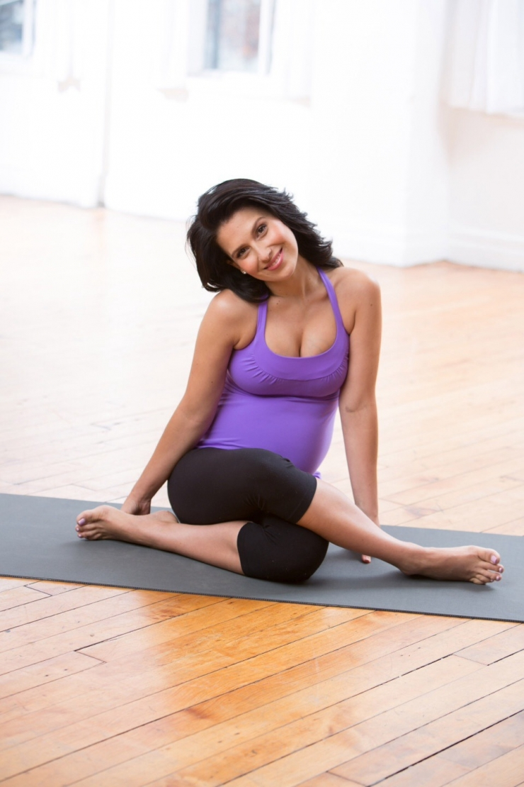 Hilaria Baldwin in Yoga Pants