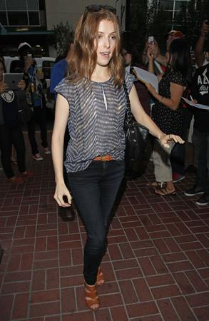 Anna Kendrick - Arrives LAX & greets fans heading to Comic-Con in San Diego (July 13, 2012)