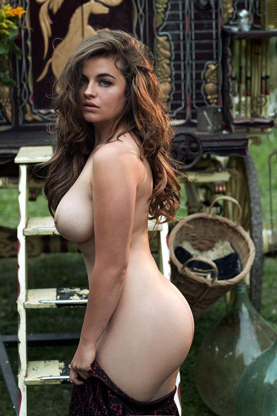 Actresses posing nude