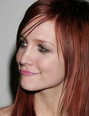 Ashlee Simpson Fuse TV's Grammy party arrivals