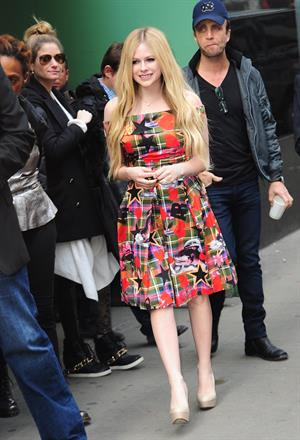 "Avril Lavigne – ""Good Morning America"" NYC 11/5/13"