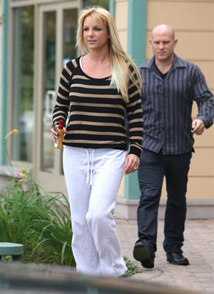 Britney Spears Leaving hair salon with her bodyguard in Beverly Hills (October 20, 2012)