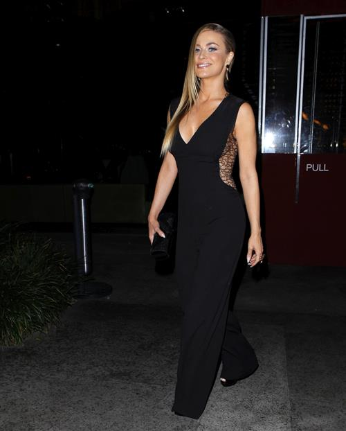 Carmen Electra Looked amazing stopping by Boa for a bite 23.01.13