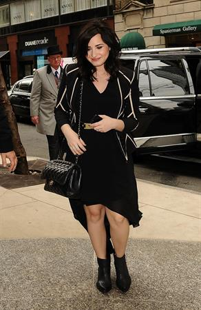 Demi Lovato - Arrives for Live with Kelly in New York City (12.04.2013)