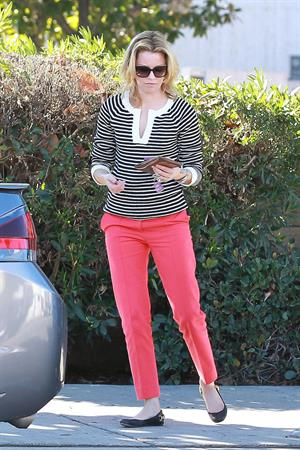 Elizabeth Banks out and about in Los Angeles 1/19/13