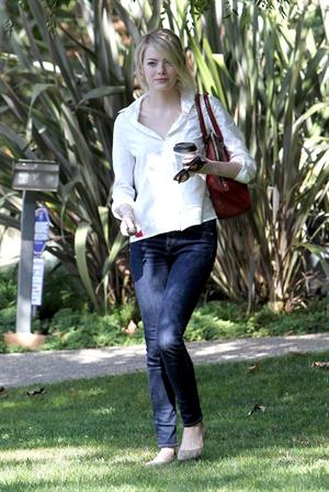 Emma Stone in Jeans walking in Los Angeles (10/08/12)