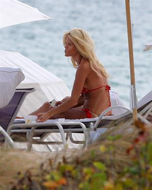 Victoria Silvstedt Spends the day on the beach in bikini in Miami on November 16, 2012