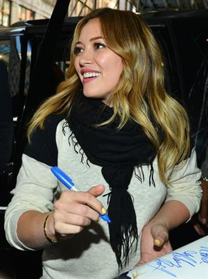 Hilary Duff Greets Fans at the Rachel Ray Show in New York City (02.05.2013)