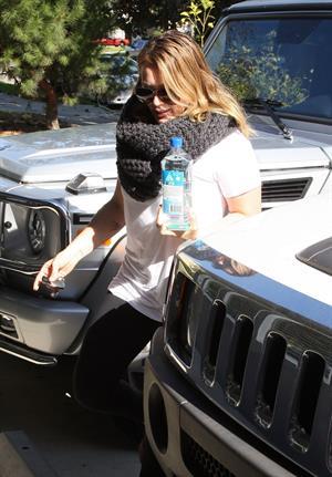 Hilary Duff Heads to pilates class in Studio City (November 20, 2012)