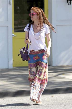 Isla Fisher leaving the Byron and Tracey Salon in Beverly Hills on April 4, 2012
