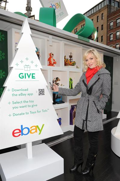 Jennie Garth eBay & Actress Jennie Garth Open 'The eBay Toy Bo' Pop-Up Store in NYC (Dec 6, 2012)