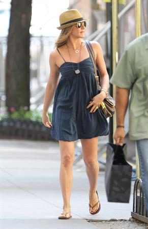 Jennifer Aniston On the set of 'Sqirrels to the Nuts' in NYC 16.07.13