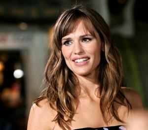 Jennifer Garner arrives at the premiere of The Invention of Lying in Hollywood