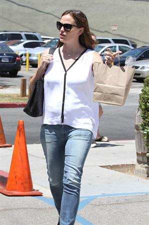 Jennifer Garner went to the Tavern for brunch in Santa Monica  August 9, 2012