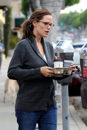 Jennifer Garner stops for coffee at Cafe Lue in LA October 4, 2012
