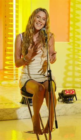 Joss Stone - This Morning Show in London (July 25, 2012)
