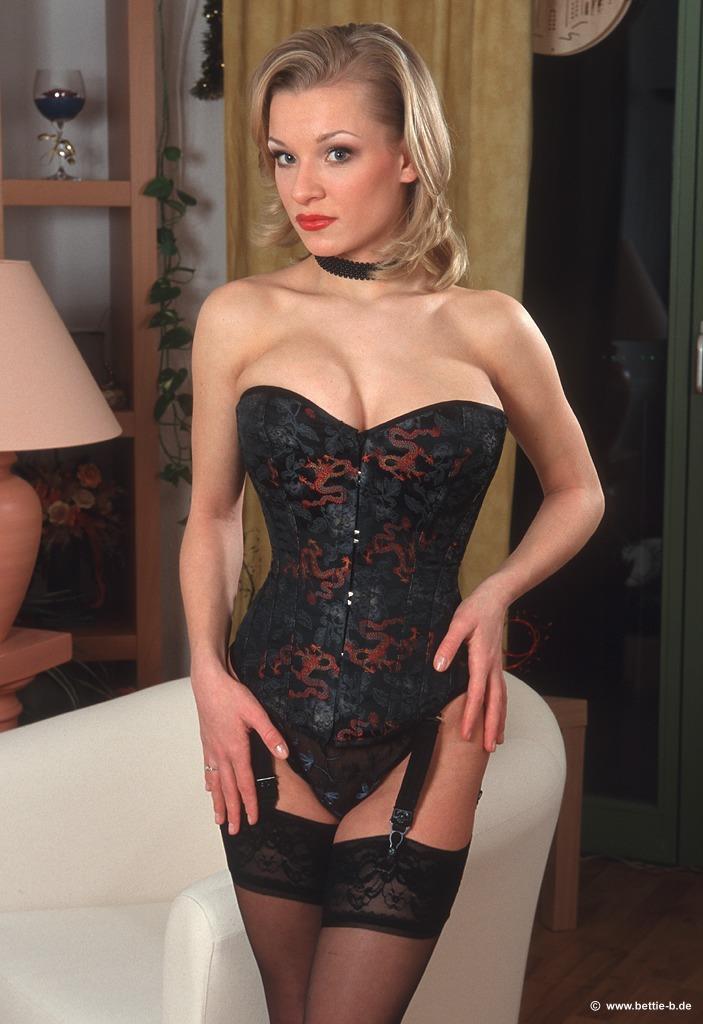 Daisy van Heyden in lingerie