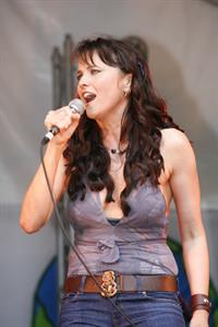 Lucy Lawless - Planet A March & Concert, NZ 12/5/09