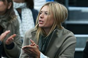 Maria Sharapova Watches her boyfriend on day one of the AEGON Championships at Queens Club in London - June 10, 2013