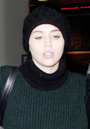 Miley Cyrus LAX airport 11/20/12