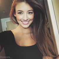 Lorena Rae taking a selfie