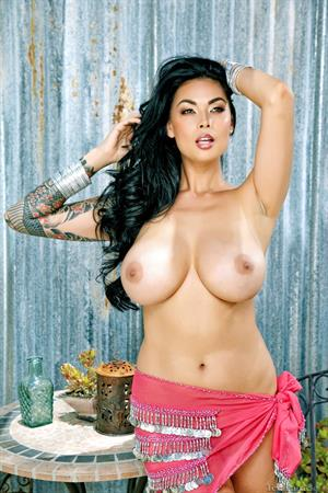 Tera Patrick gets nude outside