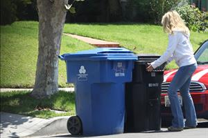 Rachel McAdams throws out the trash in Beverly Hills August 3, 2012