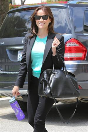 Reese Witherspoon Spotted running errands in Los Angeles (May 7, 2013)