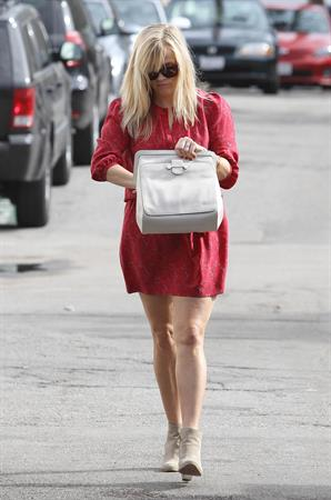 Reese Witherspoon - walking and talking in Los Angeles 12/15/12