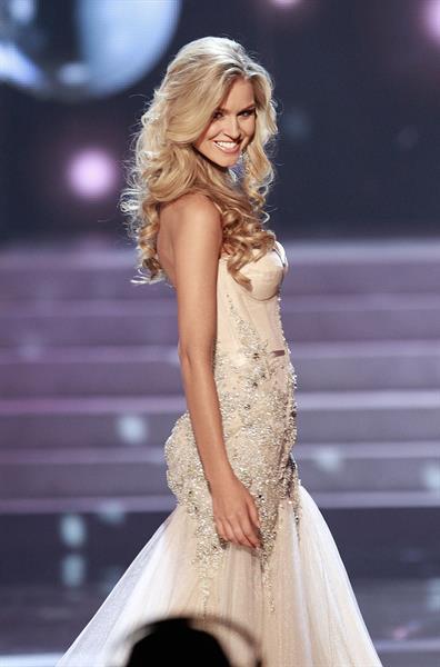 Renae Ayris (Miss Australia) 2012 Miss Universe Pageant in Las Vegas (Dec 19, 2012)