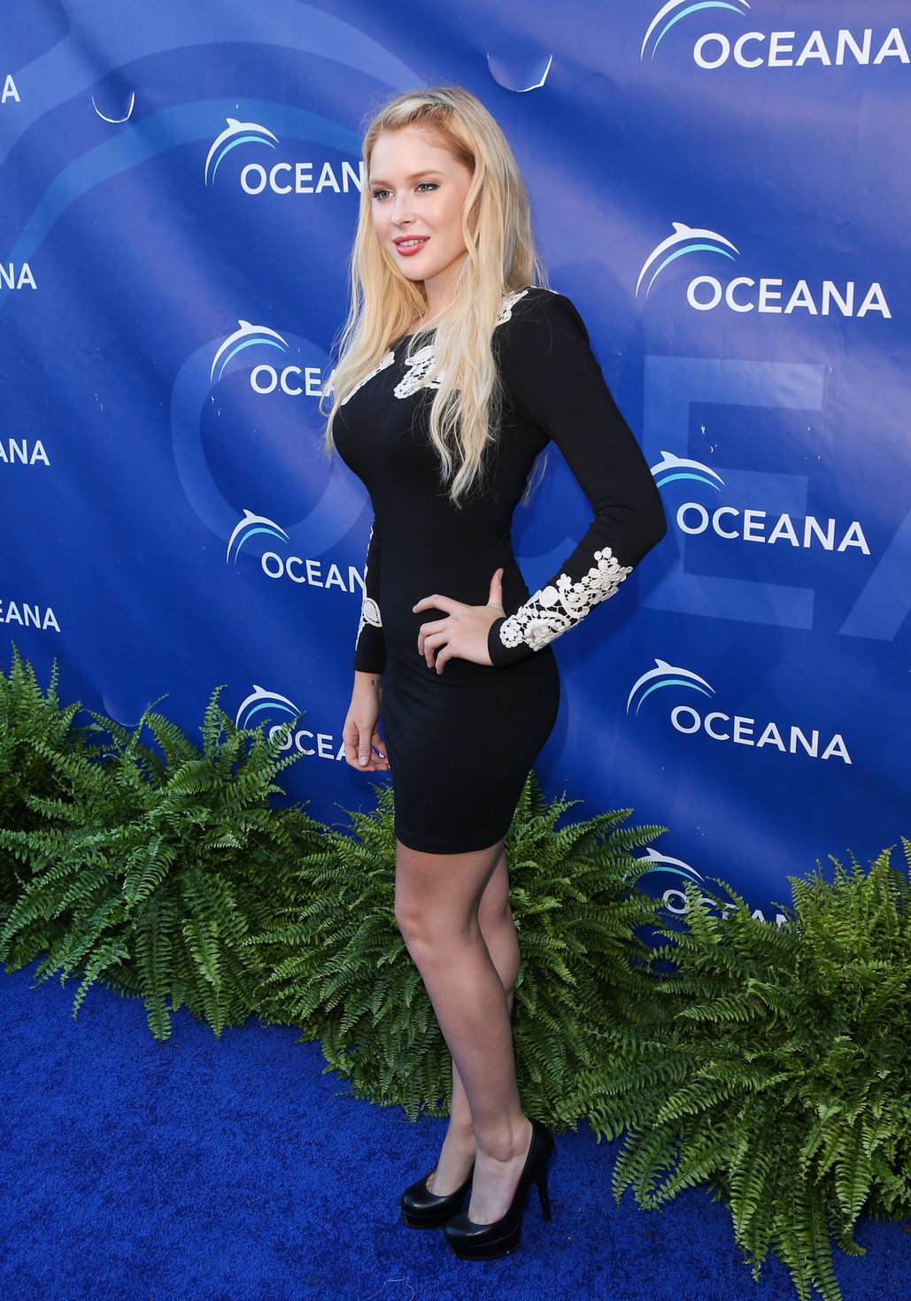 Renee Olstead arrives at 2012 Oceana's SeaChange Summer Party on July 29, 2012 in Laguna Beach, California