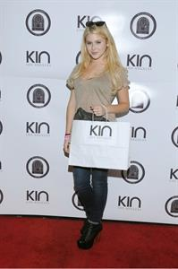 Renee Olstead - Kari Feinstein MTV Movie Awards Style Lounge in West Hollywood - 06.01.2012