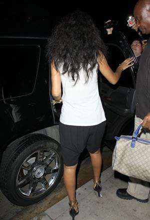 Rihanna - Leaves il Ristorante di Giorgio Baldi in Santa Monica 22.8.2012