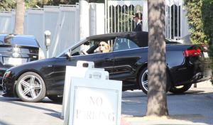 Rosie Huntington Whiteley - Running errands in West Hollywood (13.02.2013)
